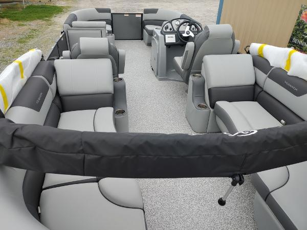 2021 Veranda boat for sale, model of the boat is VR22RC Package Tri-Toon & Image # 10 of 30