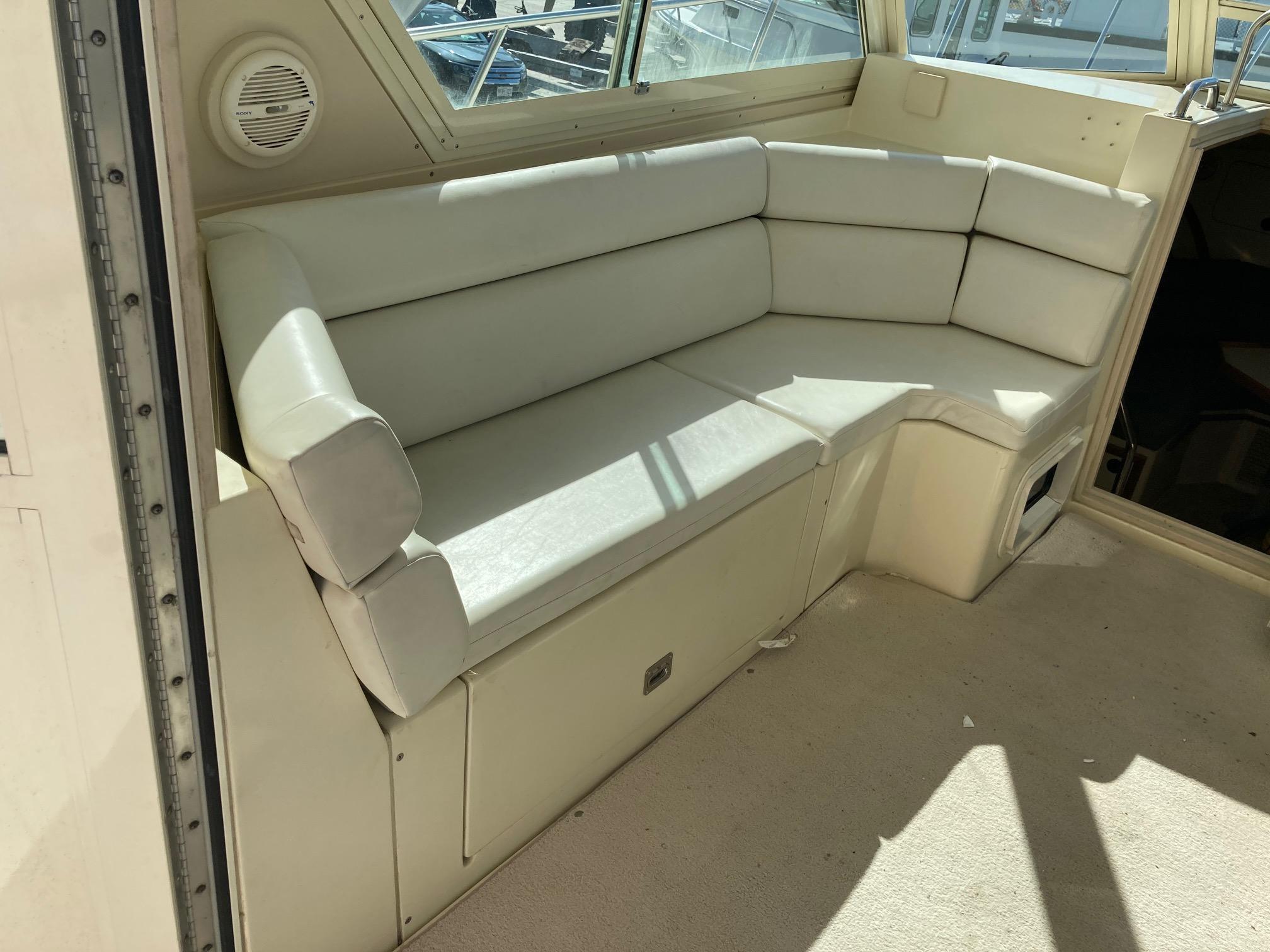 M 6023 TW Knot 10 Yacht Sales