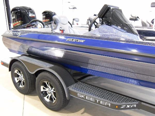 2021 Skeeter boat for sale, model of the boat is ZXR 21 & Image # 2 of 26