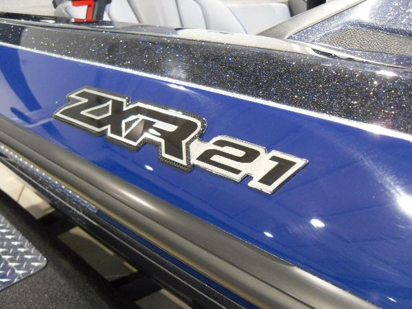 2021 Skeeter boat for sale, model of the boat is ZXR 21 & Image # 4 of 26
