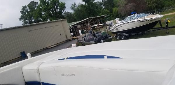 2008 Larson boat for sale, model of the boat is 268 LXI & Image # 4 of 8