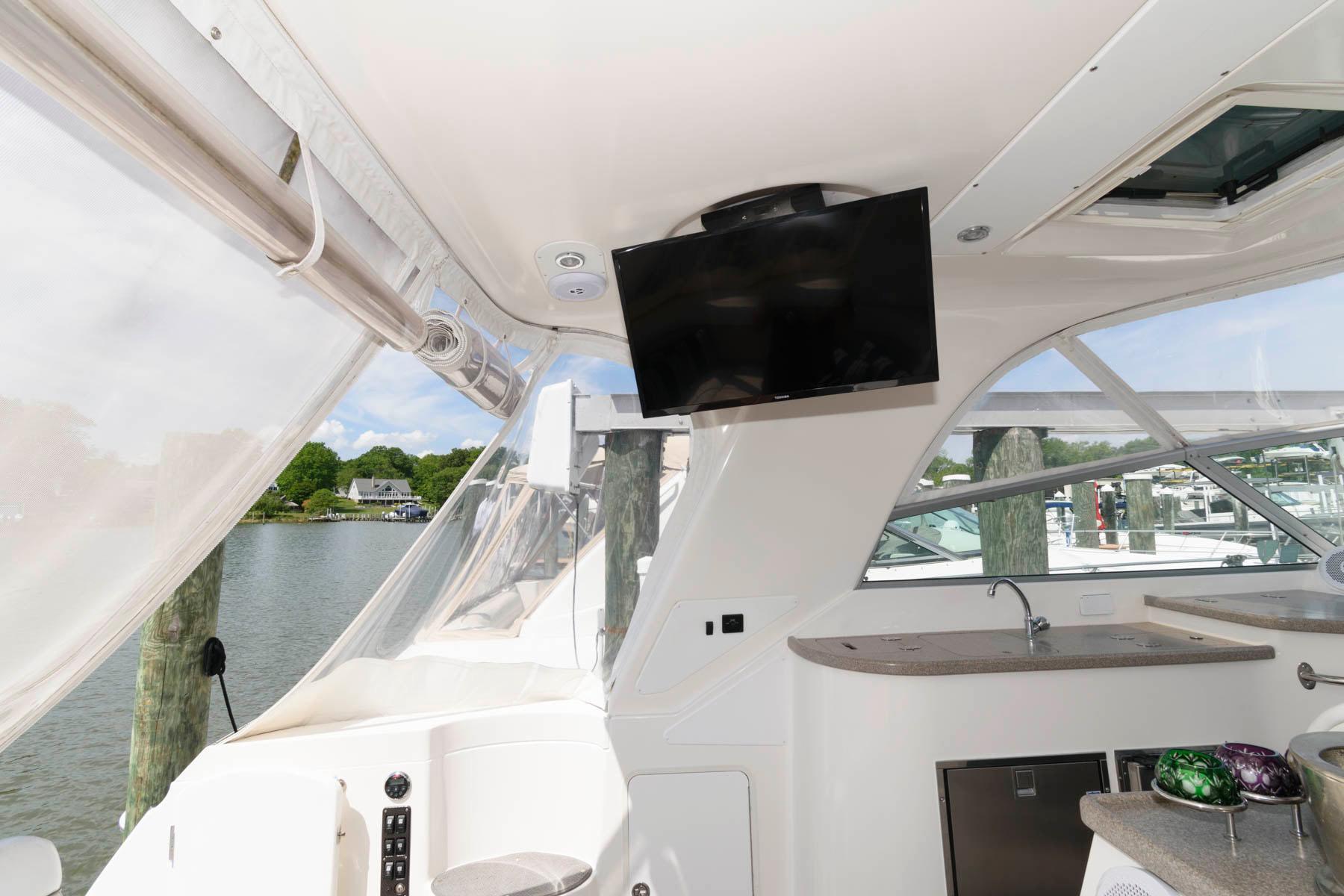 M 6143 KB Knot 10 Yacht Sales