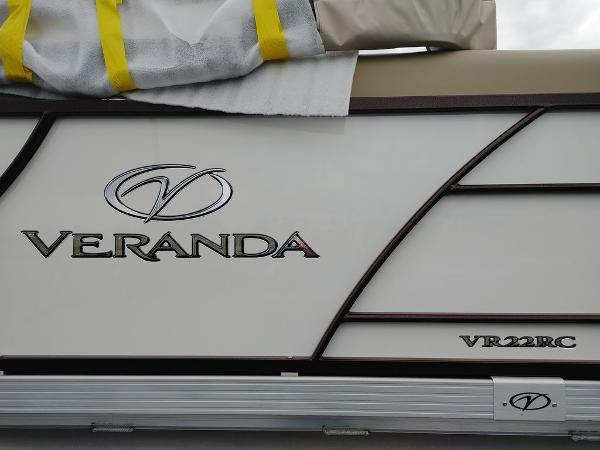 2021 Veranda boat for sale, model of the boat is VR22RC Package Tri-Toon & Image # 5 of 19