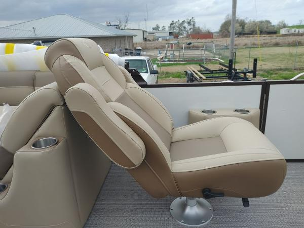 2021 Veranda boat for sale, model of the boat is VR22RC Package Tri-Toon & Image # 6 of 19