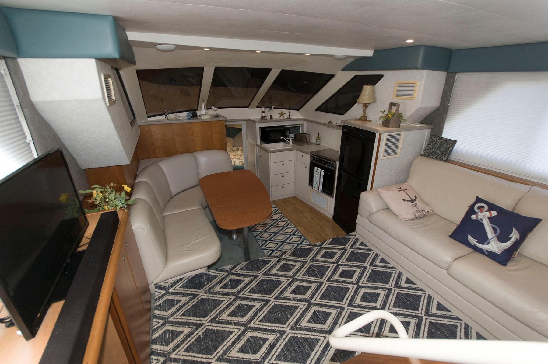 M 5988 SK Knot 10 Yacht Sales