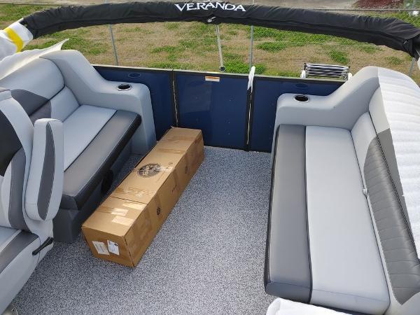 2021 Veranda boat for sale, model of the boat is VIST20RC Bi-Toon & Image # 5 of 10
