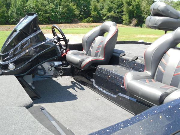 2021 Nitro boat for sale, model of the boat is Z19 & Image # 2 of 35