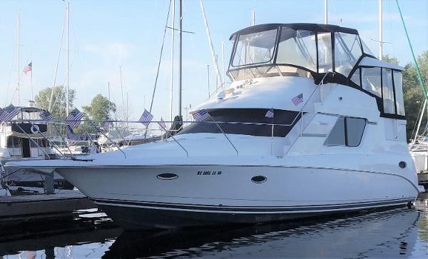 1997 SILVERTON 352 Motor Yacht thumbnail
