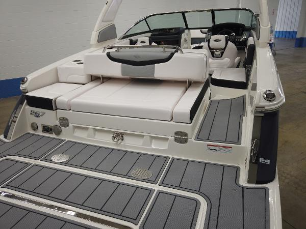 2021 Chaparral boat for sale, model of the boat is 267 SSX & Image # 6 of 13