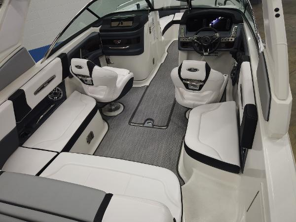 2021 Chaparral boat for sale, model of the boat is 267 SSX & Image # 7 of 13