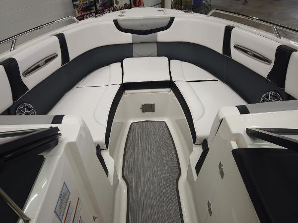 2021 Chaparral boat for sale, model of the boat is 267 SSX & Image # 9 of 13