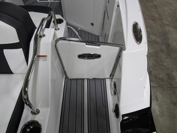 2021 Monterey boat for sale, model of the boat is M6 & Image # 13 of 47