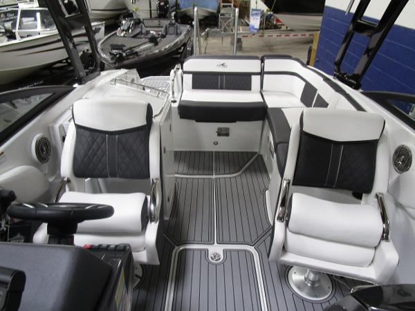 2021 Monterey boat for sale, model of the boat is M6 & Image # 14 of 47