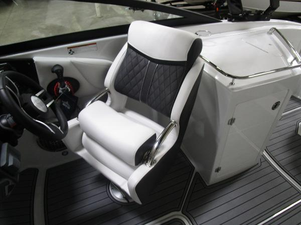 2021 Monterey boat for sale, model of the boat is M6 & Image # 28 of 47