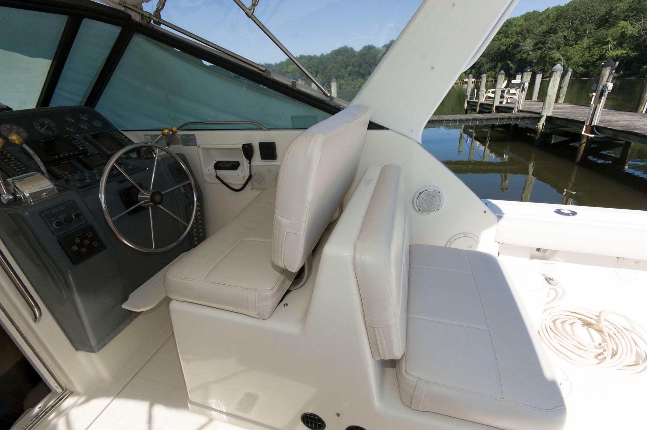 V 5914 BW Knot 10 Yacht Sales