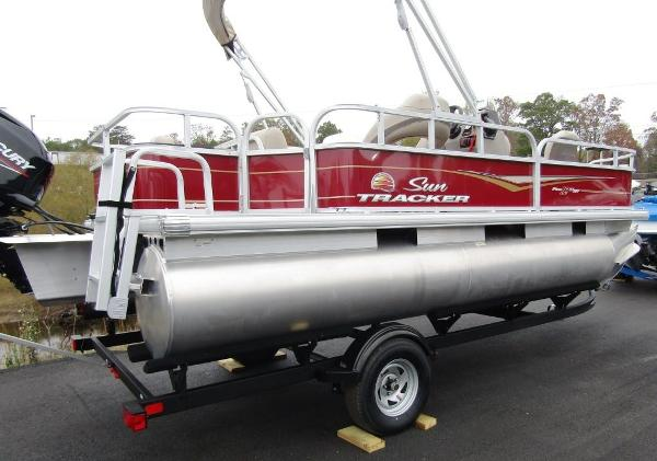 2021 Sun Tracker boat for sale, model of the boat is BASS BUGGY® 18 DLX & Image # 3 of 14
