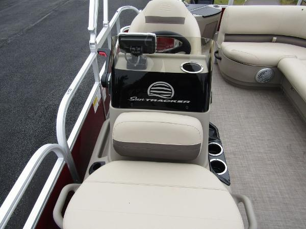 2021 Sun Tracker boat for sale, model of the boat is BASS BUGGY® 18 DLX & Image # 7 of 14