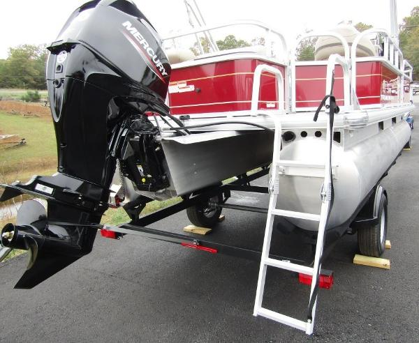 2021 Sun Tracker boat for sale, model of the boat is BASS BUGGY® 18 DLX & Image # 10 of 14