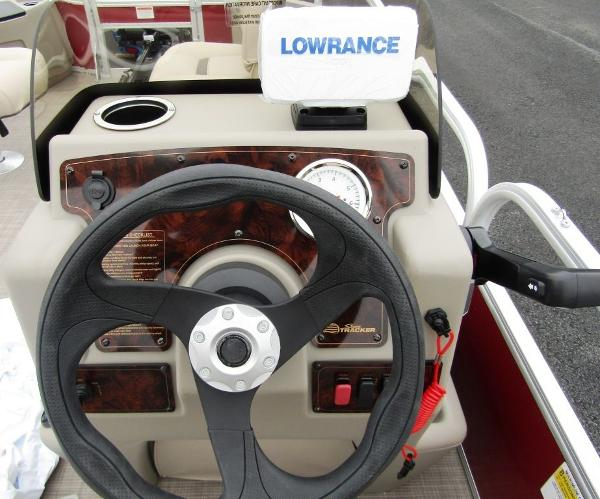 2021 Sun Tracker boat for sale, model of the boat is BASS BUGGY® 18 DLX & Image # 13 of 14