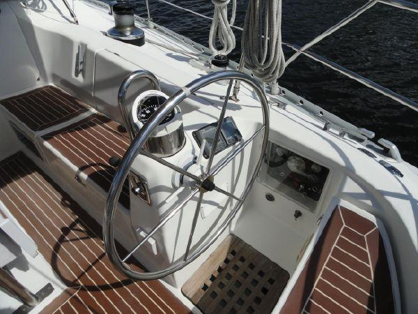 F 5889 SK Knot 10 Yacht Sales