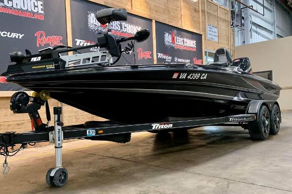 2017 Triton boat for sale, model of the boat is 20 TRX & Image # 2 of 17