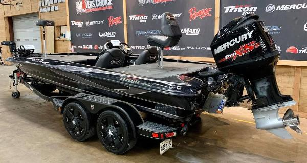 2017 Triton boat for sale, model of the boat is 20 TRX & Image # 4 of 17