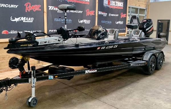 2017 Triton boat for sale, model of the boat is 20 TRX & Image # 5 of 17