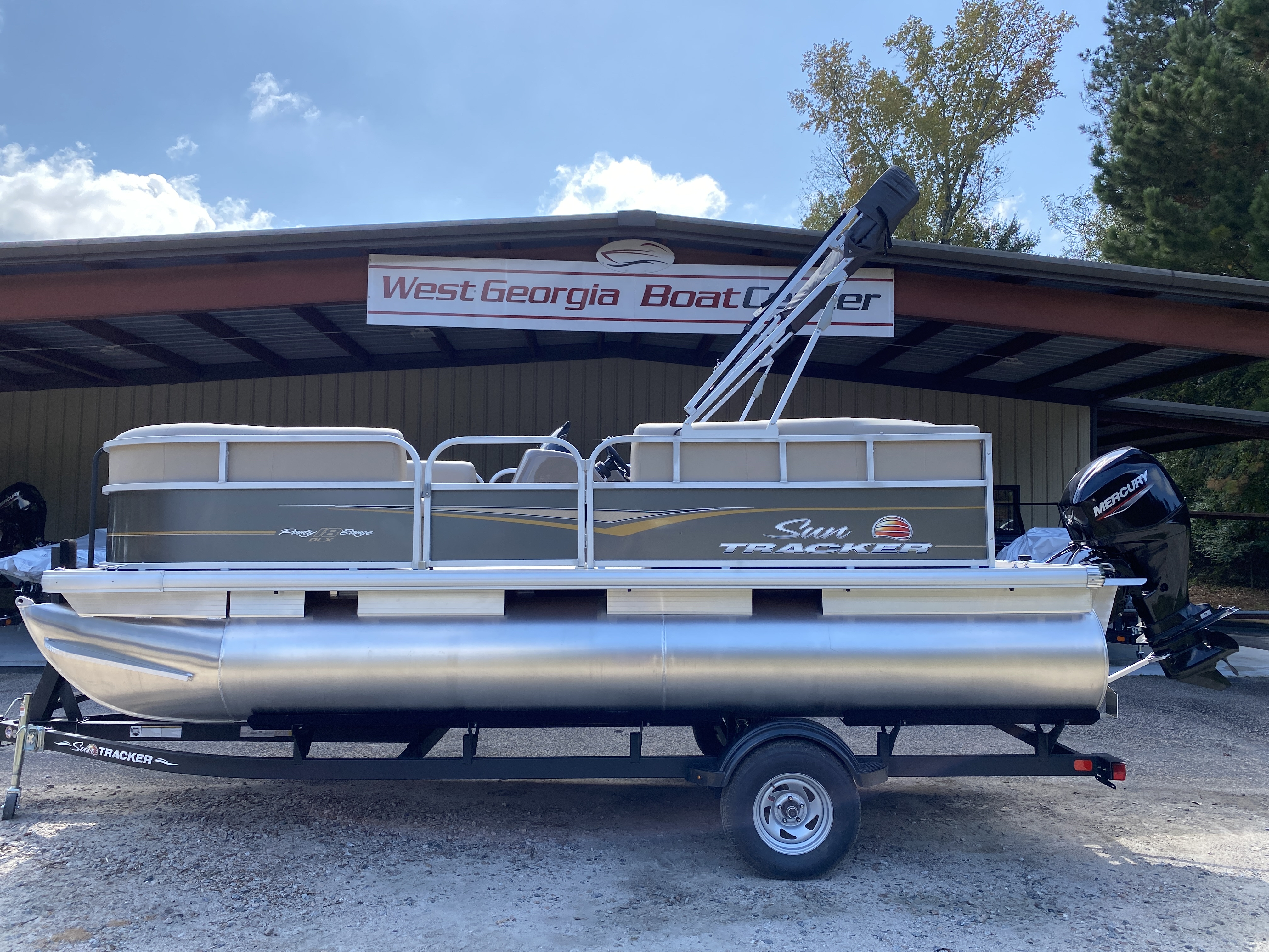 2021 Sun Tracker boat for sale, model of the boat is Party Barge 18 w/60ELPT 4S CT & Image # 1 of 50