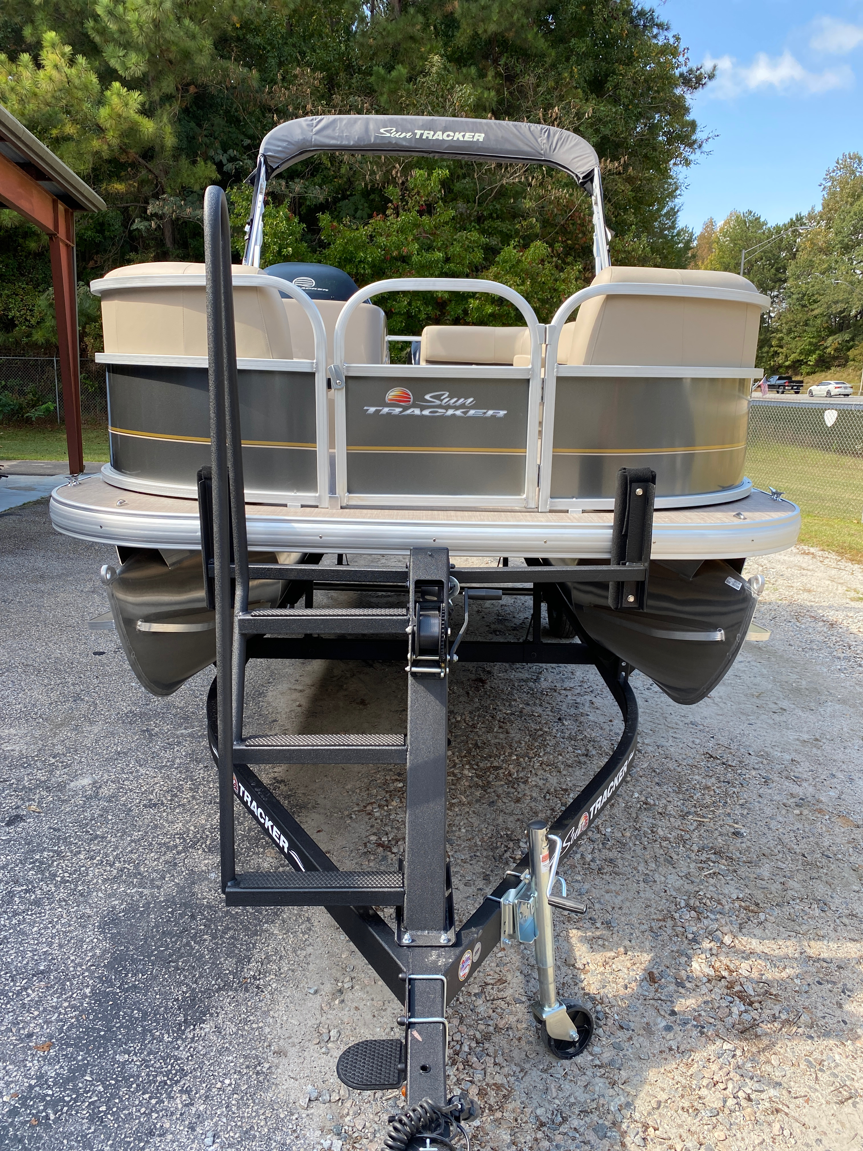 2021 Sun Tracker boat for sale, model of the boat is Party Barge 18 w/60ELPT 4S CT & Image # 11 of 50
