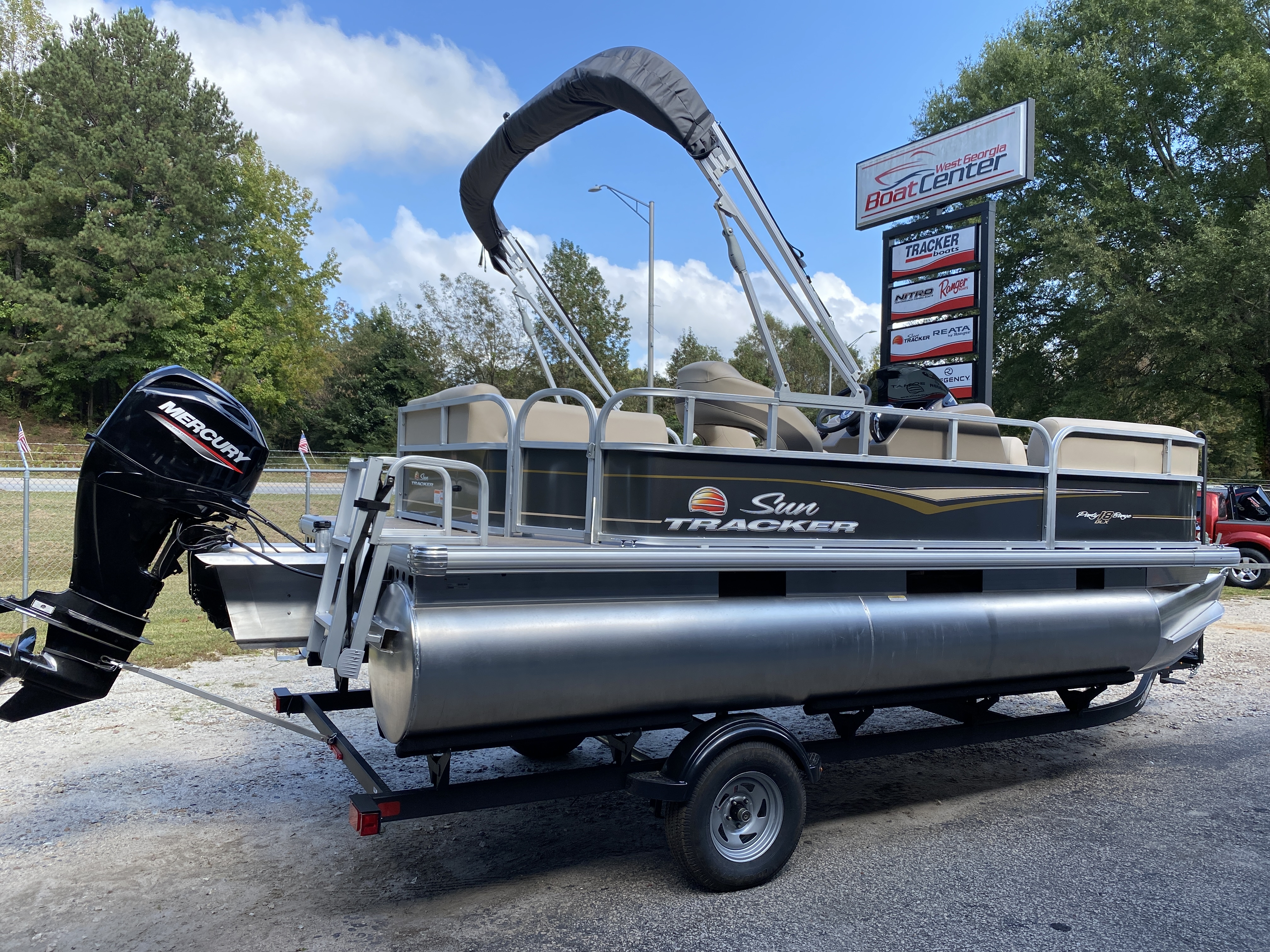 2021 Sun Tracker boat for sale, model of the boat is Party Barge 18 w/60ELPT 4S CT & Image # 17 of 50