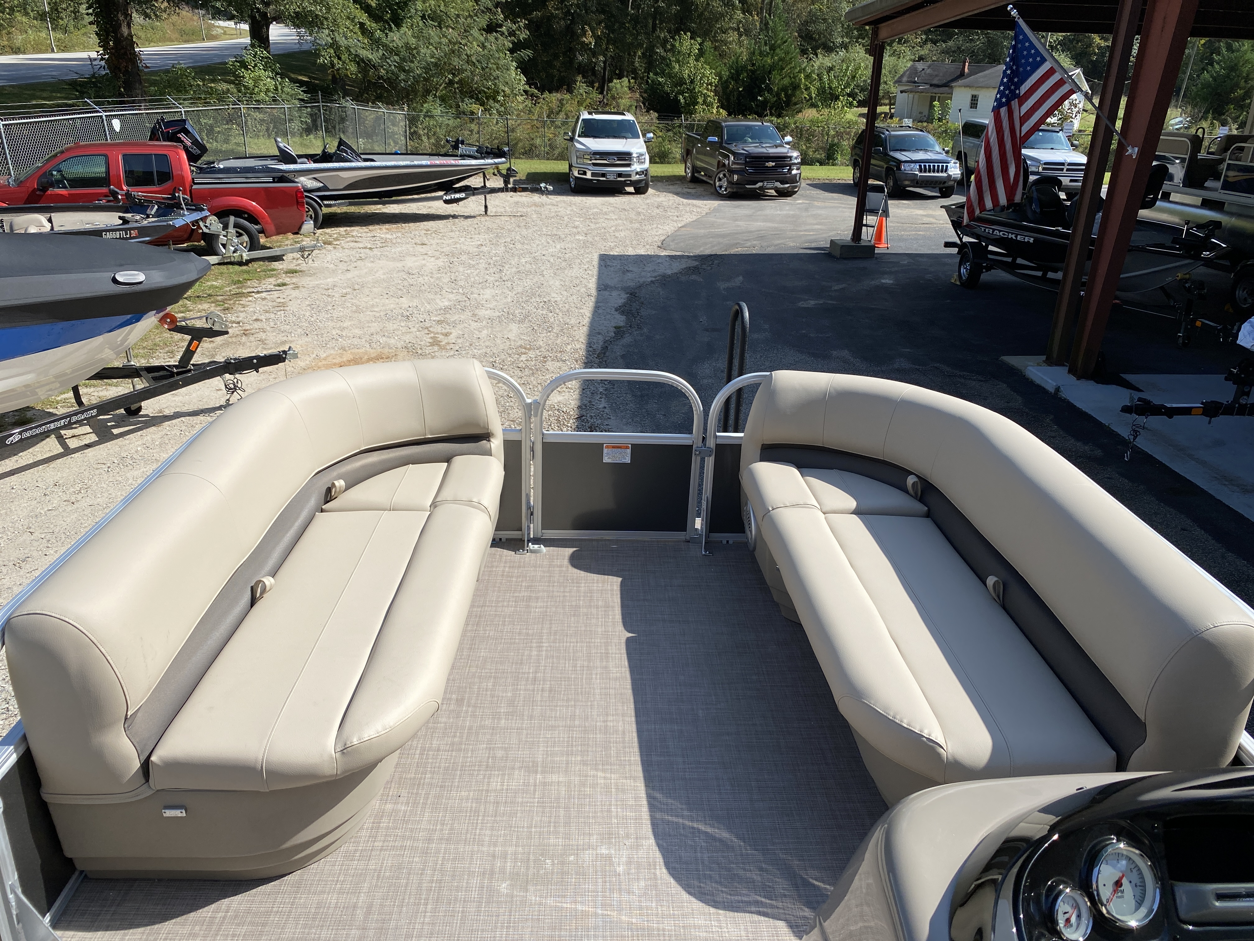 2021 Sun Tracker boat for sale, model of the boat is Party Barge 18 w/60ELPT 4S CT & Image # 41 of 50