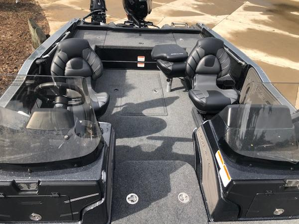 2020 Nitro boat for sale, model of the boat is ZV20 Pro & Image # 7 of 25