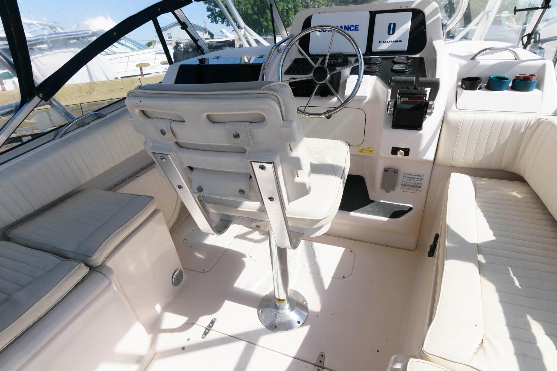 M 6054 DD Knot 10 Yacht Sales