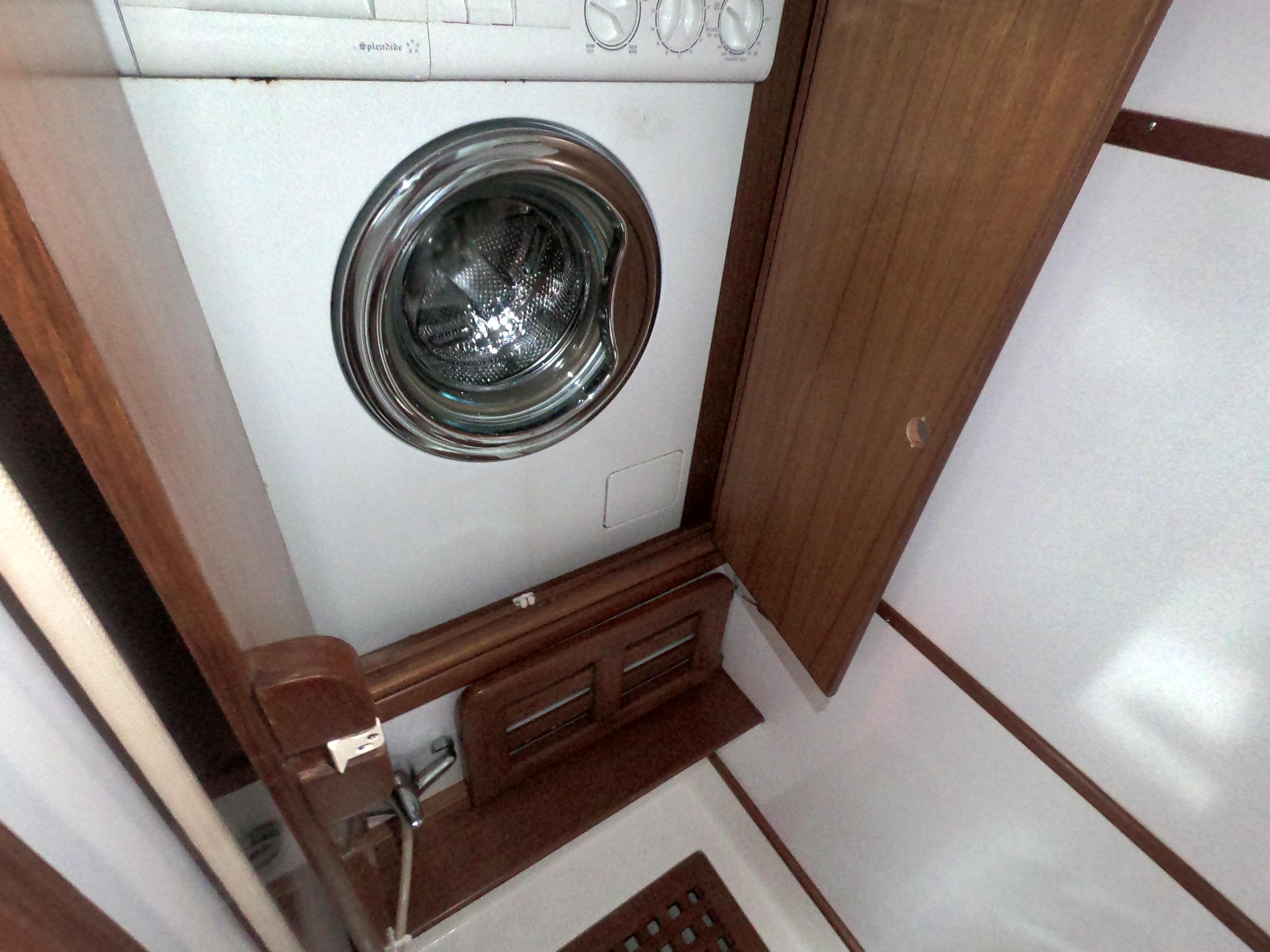 Master Shower Washer/Dryer