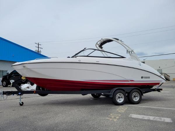 2019 Yamaha Boats 242 Limited thumbnail
