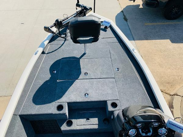 2021 Tracker Boats boat for sale, model of the boat is Pro Team 195 TXW Tournament Edition & Image # 9 of 37