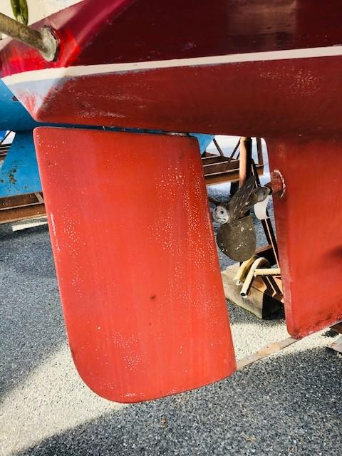 Spade Rudder, Feathering Propeller