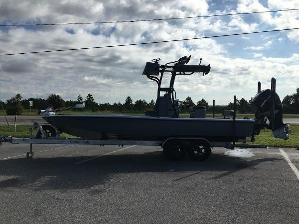 2017 Yellowfin boat for sale, model of the boat is 24 Bay Carbon Elite & Image # 5 of 12