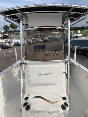2004 Seaswirl boat for sale, model of the boat is Striper & Image # 4 of 8
