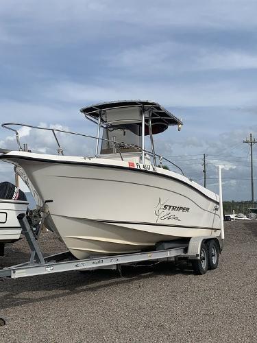 2004 Seaswirl boat for sale, model of the boat is Striper & Image # 1 of 8