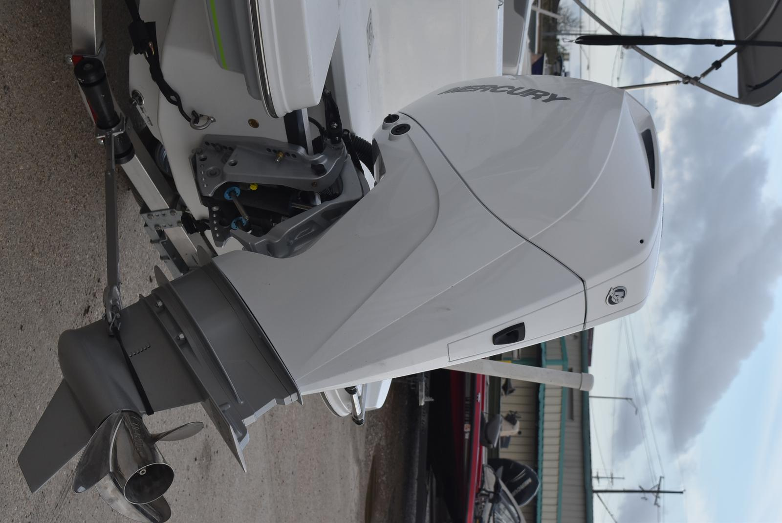 2021 Tahoe boat for sale, model of the boat is 2150cc & Image # 4 of 17