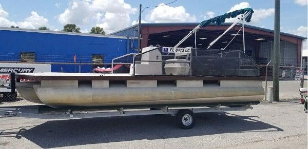 1989 Sun Tracker boat for sale, model of the boat is FB20 & Image # 1 of 8
