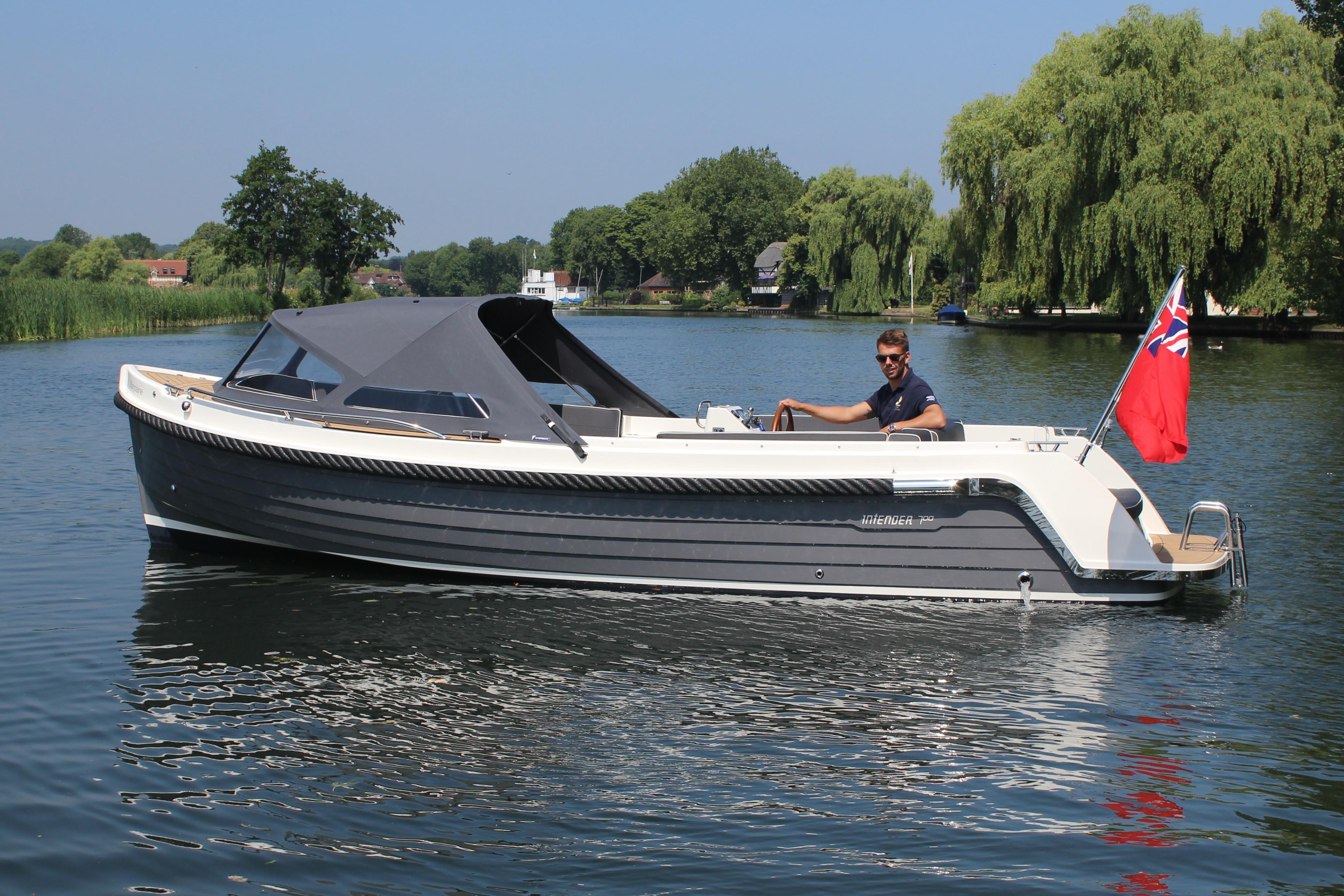 Interboat Intender 700