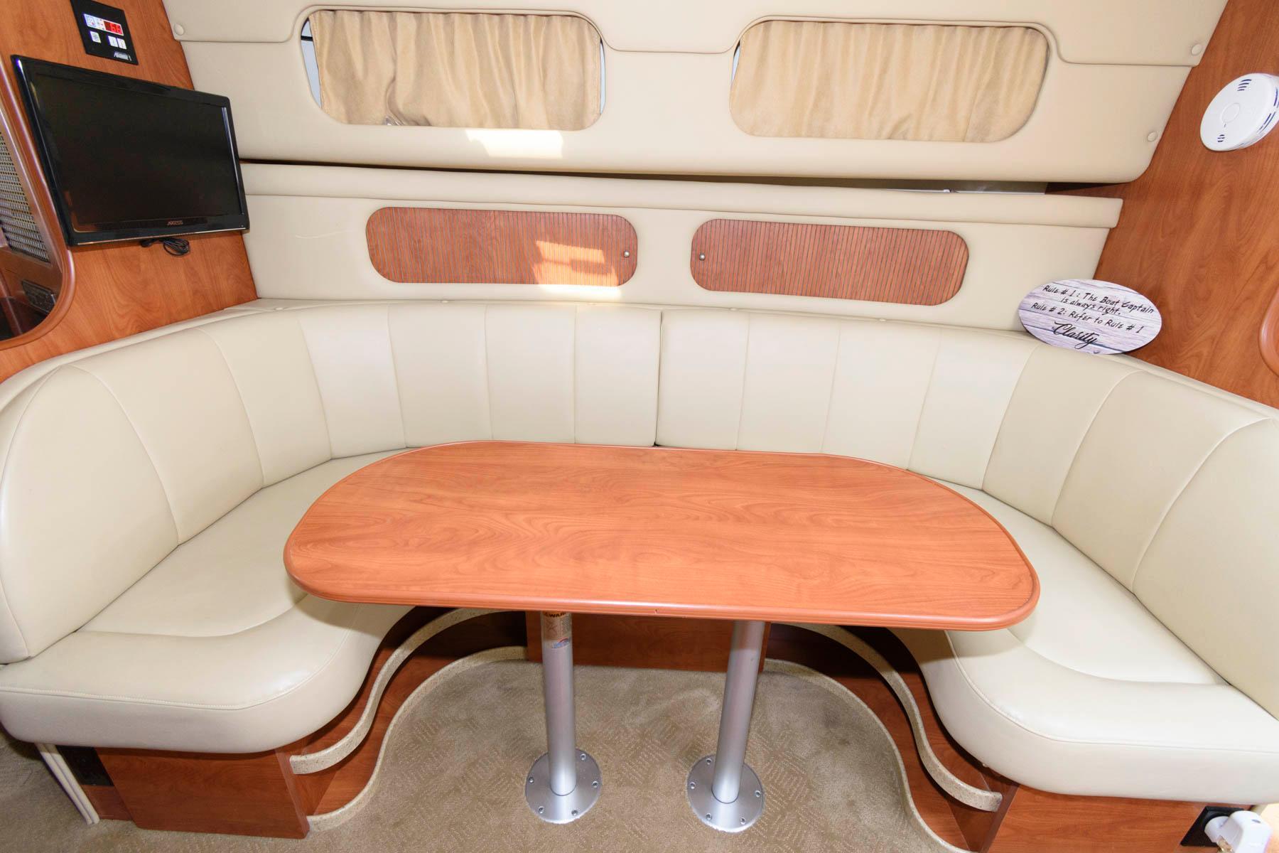M 6293 WT Knot 10 Yacht Sales