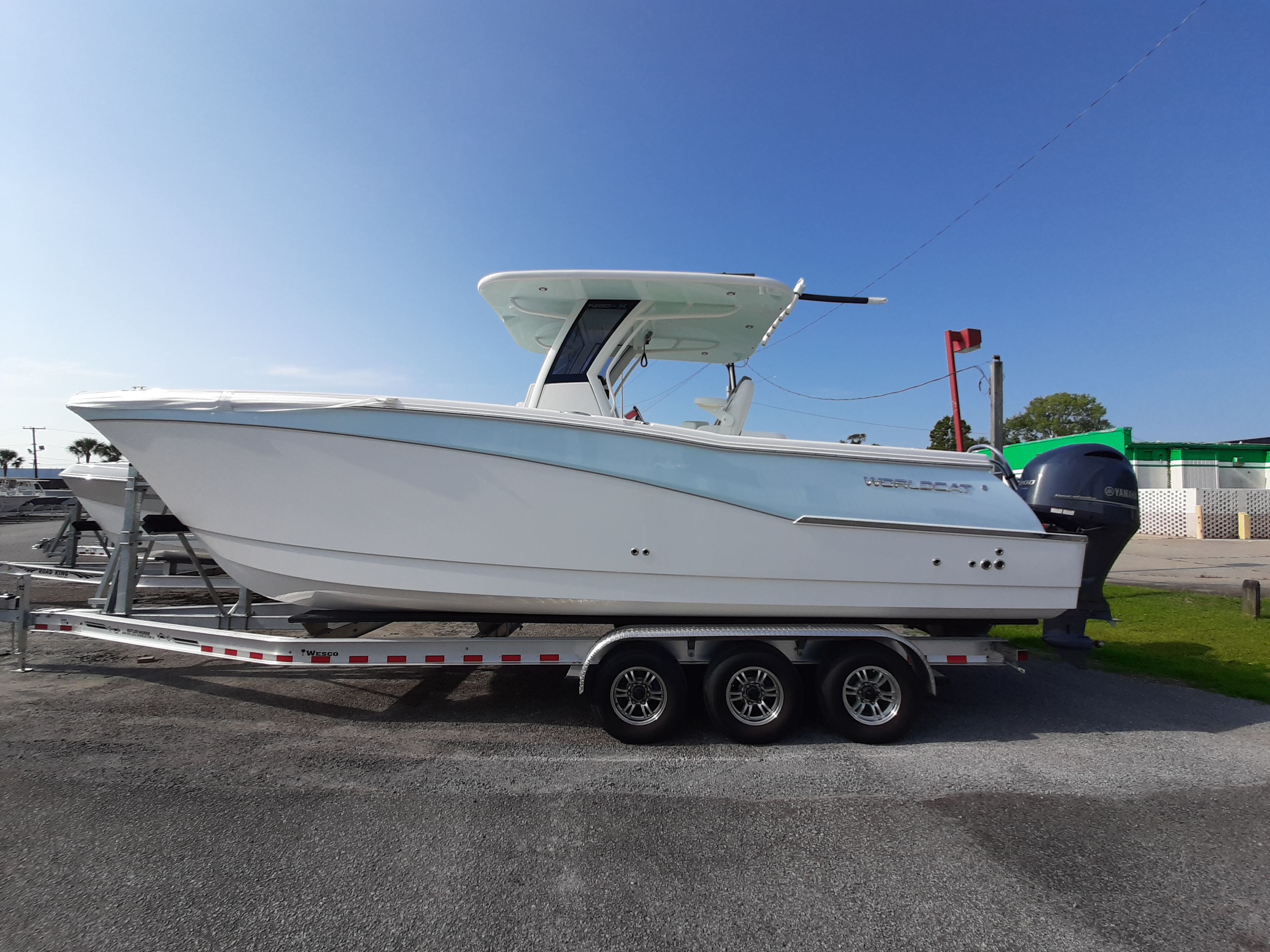 2021 World Cat 280CC-X Center Console