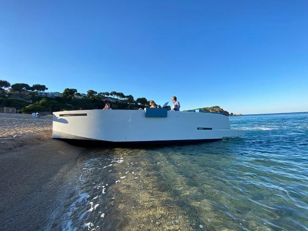2022 De Antonio Yachts D28 DECK
