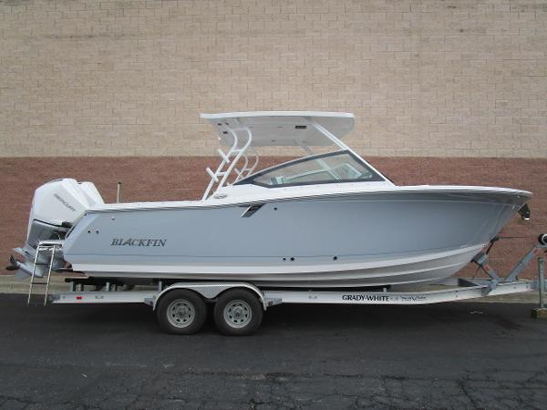 2021 BLACKFIN 272 DC for sale