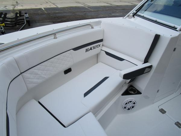 2021 Blackfin boat for sale, model of the boat is 272 DC & Image # 38 of 57