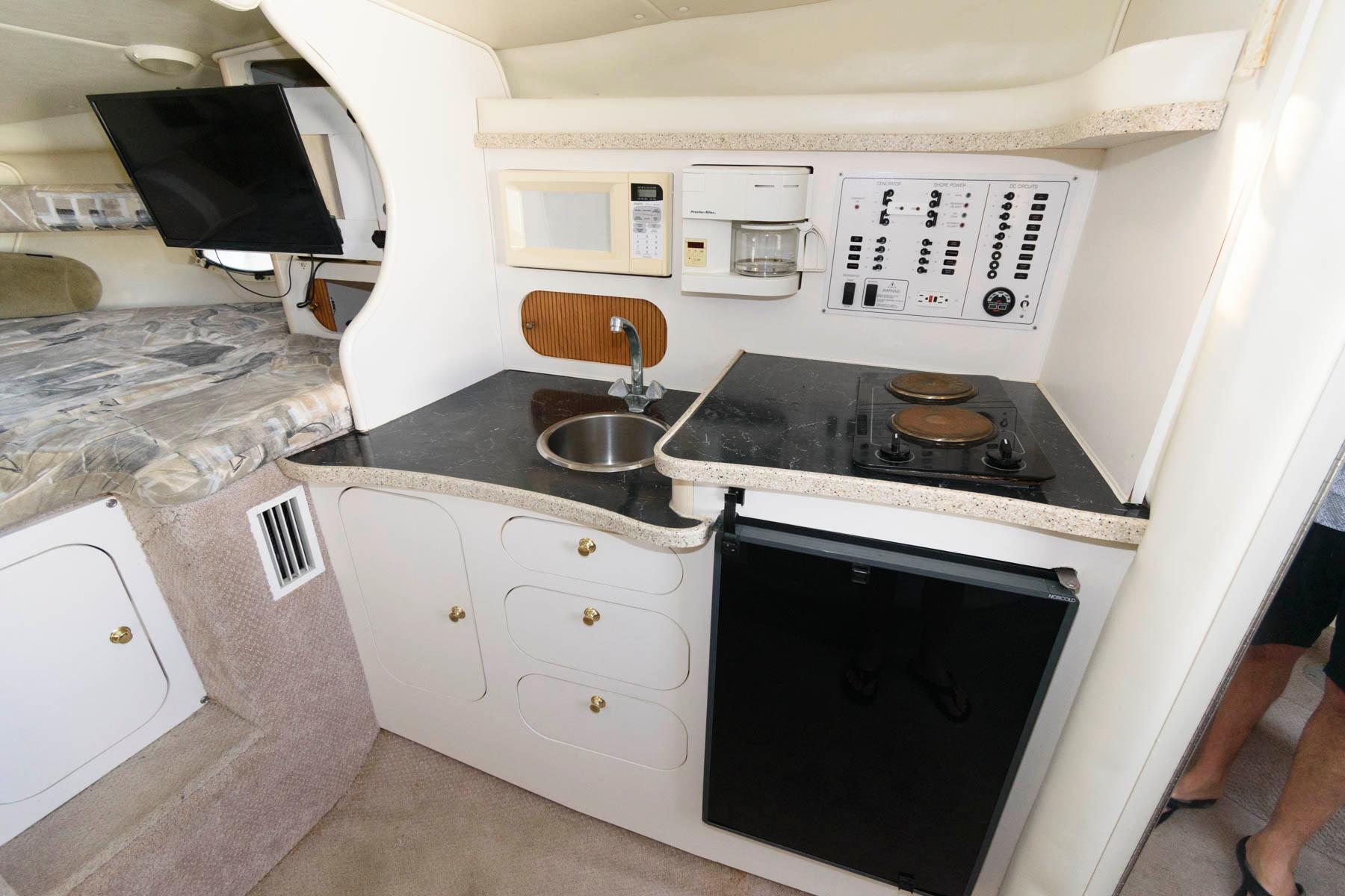 M 6167 WT Knot 10 Yacht Sales