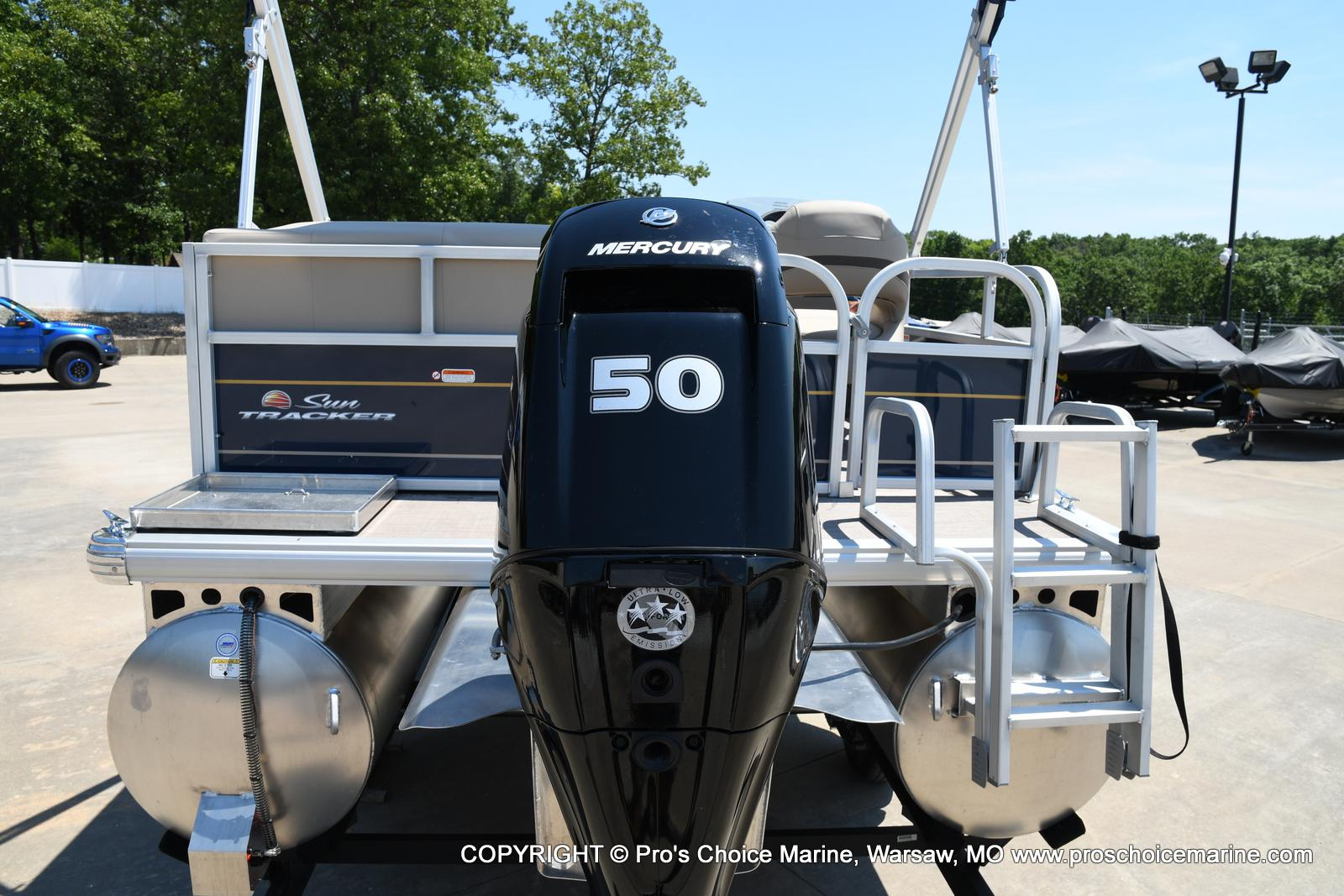 2021 Sun Tracker boat for sale, model of the boat is Bass Buggy 16 XL & Image # 16 of 47